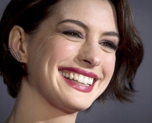 """Actress Anne Hathaway arrives for the premiere of the film """"Interstellar"""" in New York November 3, 2014.     REUTERS/Carlo Allegri (UNITED STATES - Tags: ENTERTAINMENT) - RTR4CP7T"""