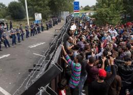migrants-refugees-hungary-border-horgos
